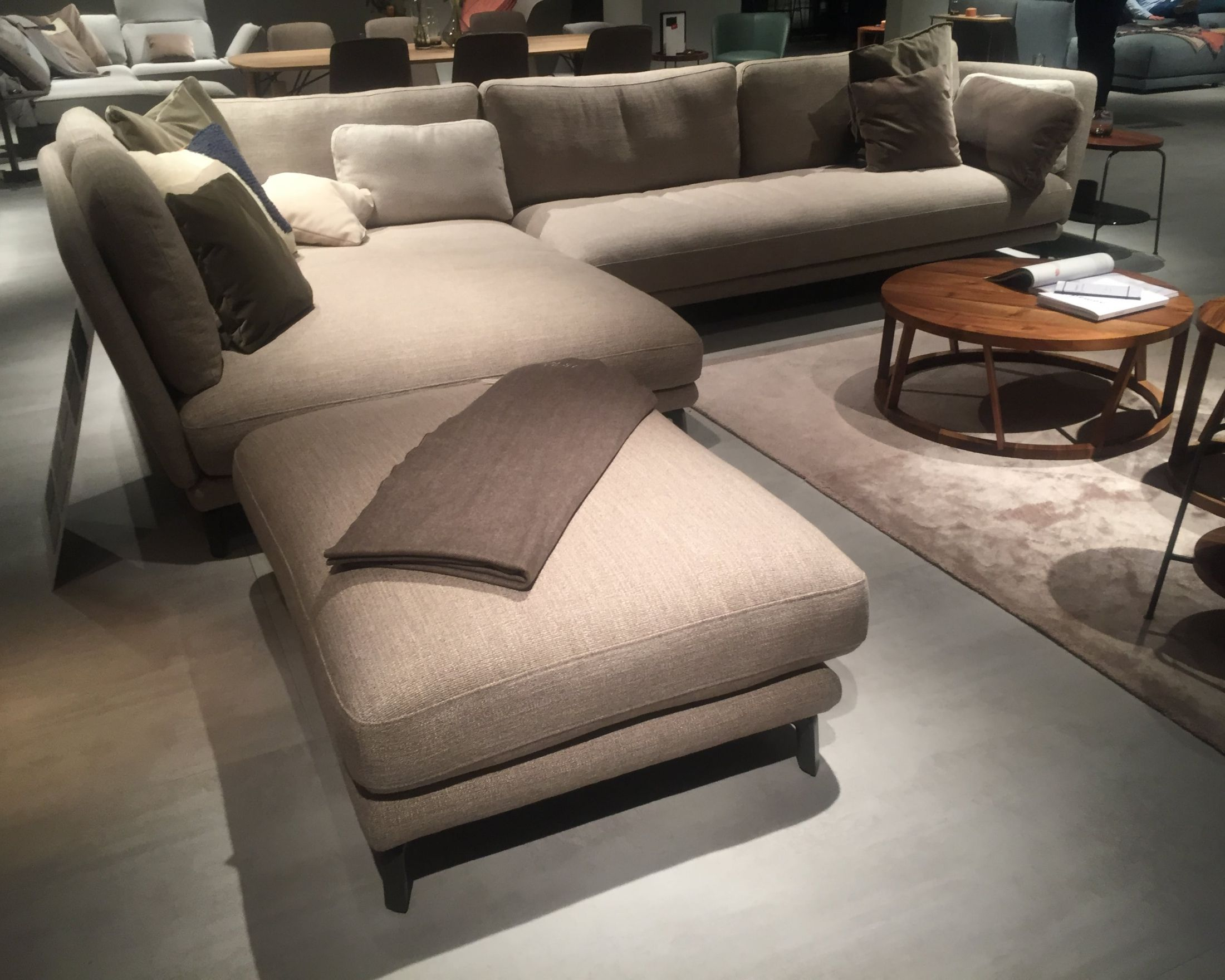 Rolf benz outlet benz sofa related post rolf benz sofa outlet